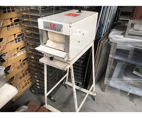 Puntbrood machine op onderstel