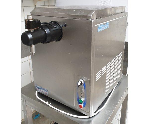 Sanomat Bag in Box slagroom machine