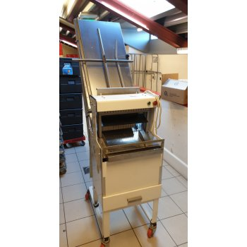 VLB broodsnijmachine met toevoergoot en drukplank 11 mm.