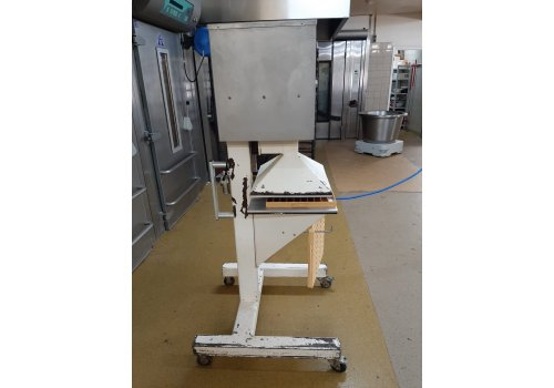 Automatische worstenbrood pers